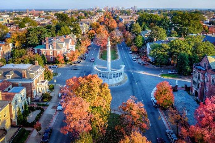 Get a break from your monotonous life and get ready for this amazing trip to Richmond. This city is located in Virginia is famous for its many stunning spots.